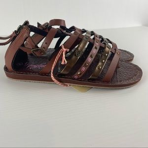 Women's Piping Hot Brown Gladiator Back Zip Buckle Stud Sandal Shoes Size 6